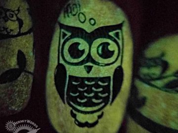 Hoo-nted Woods - Hermit Werds - orange glow in the dark Halloween nail art with green stamped owls