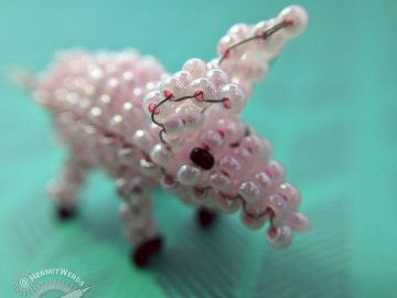 Bead Pig - Hermit Werds - seed bead pig made by Lisa @HermitWerds following Marilyne Kéréneur's pattern