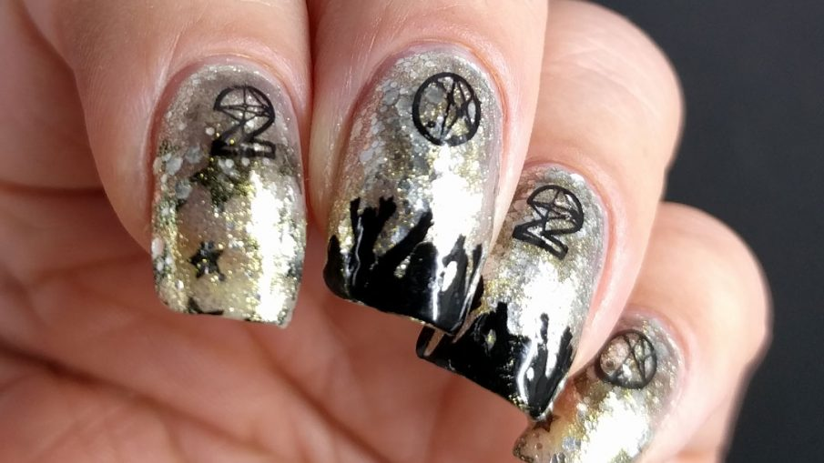 Glittery silver and gold nail art with people cheering and partying underneath a 2020 stamping image.